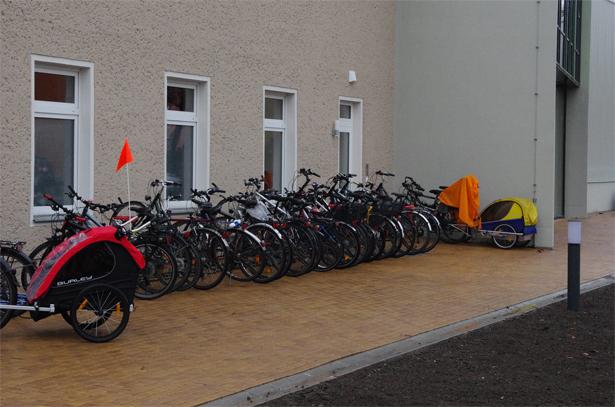 Fahrradständer vor dem Forum Hoffnung